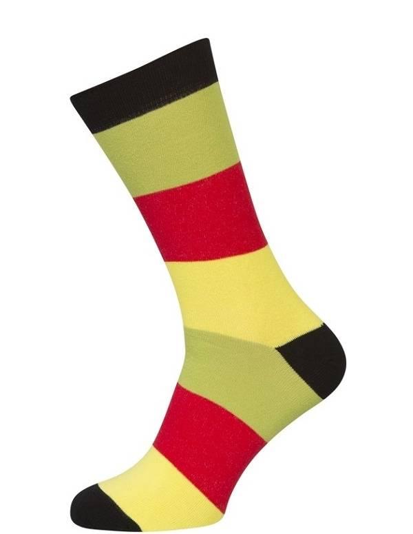 Sokker med røde, gule og grønne striber
