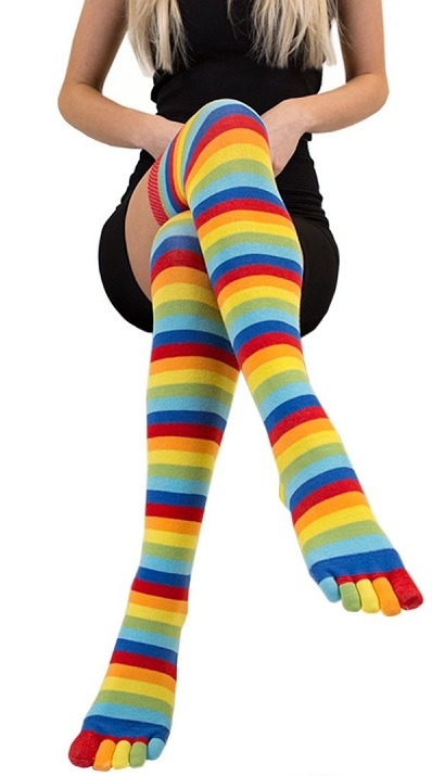 toetoe Toetoe essential over knee stribede, rainbow - str. 35-46 på shopwithsocks